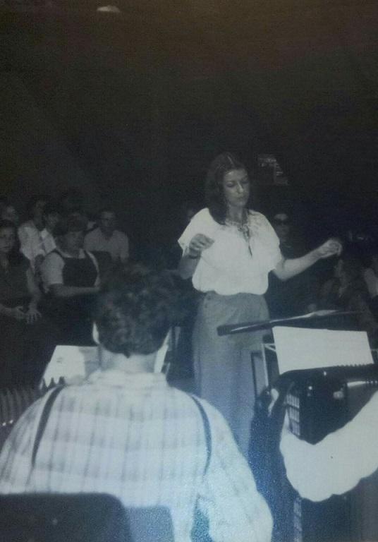 Myriam bonnin dirige l orchestre1